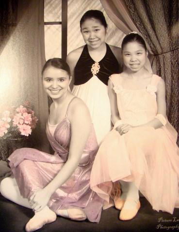 2009 Group Dance Photo